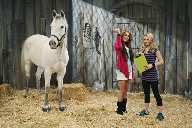 Miley Cyrus Emily Osment Mileycyrustour Your Elite